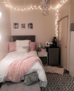 40 cute bedroom ideas for small rooms dorm room inspiration Room Decor, Room Inspiration, Dream Rooms, Bedroom Decor, Apartment Decor, Bedroom Design, Small Bedroom, Dorm Room Decor, Room