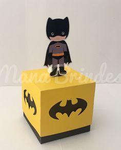 Caixinha de guloseimas Batman  #batman #festadobatman #festademenino #festademenina #lembrancinhaspersonalizadas #lembrancinhas #brindespersonalizados #manabrindes #tubete #caixamilk