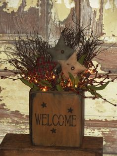 Primitive Box Homespun Star Arrangement with battery operated twinkle lights. What a great idea to add a little light on a shelf. Arte Country, Pintura Country, Country Crafts, Country Decor, Country Homes, Primitive Kunst, Primitive Homes, Primitive Country, Prim Decor