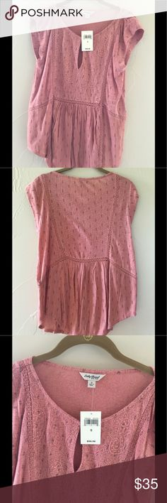 Gorgeous NWT ⚡️Lucky Brand Top⚡️ 💚Beautiful💚 New With Tags Coral Lucky Brand Top!  So soft!  Embroidered placket with keyhole accent.  55% linen, 45% rayon.  No Trades Please! Lucky Brand Tops Blouses