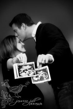 Great maternity photo for twins Twin Maternity Photos, Twin Photos, Bump Photos, Maternity Poses, Newborn Pictures, Pregnancy Photos, Baby Pictures, Cute Photography, Maternity Photography
