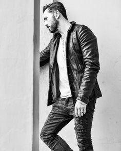 @djtommyvee per #withstyle #magazine  Thanks to @alessiasottile @r_paolo_gelmi @roberto75c @jacopobille ... #alessandrobianchi #portrait #photographer #monochrome #blackandwhite #celebrity #photo #fashion #style #fashionphotographer #inmyhead #welcometotheclub #goodvibes #dj #musician #firenze #milano #fotografoitaliano #sonya7rii #fineart_photobw #art #photography #model
