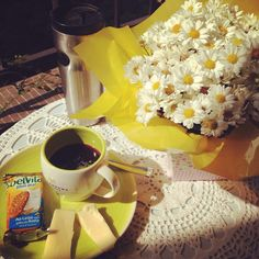 Coffee and flowers! Café e flores!