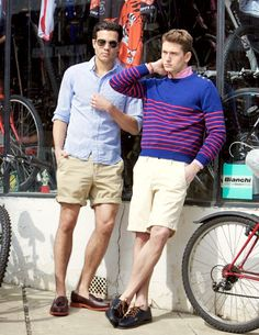 Mens Style - Casual stay cool w/ good shorts & don't be afraid to dress it up a bit Mode Masculine, Fashion Moda, Mens Fashion, Fashion Menswear, What To Wear Today, How To Wear, Casual Shirts For Men, Men Casual, Look Con Short