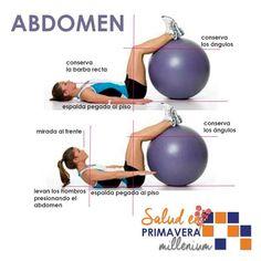 Trabaja tu abdomen. Si no tienes una pelota de ejercicio apoya tus piernas en el sillón de casa o una silla.