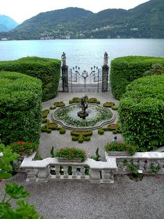 CocosCollections View from the Villa Carlotta, Tremezzo, Lake Como, Italy - Home Decor -DIY - IKEA- Before After Most Beautiful Gardens, Beautiful World, Beautiful Places, Comer See, Gardens Of The World, Famous Gardens, Italian Garden, Italian Villa, Destination Voyage