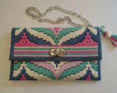Discover thousands of images about plastic canvas bag Plastic Canvas Stitches, Plastic Canvas Crafts, Plastic Canvas Patterns, Crochet Clutch, Crochet Purses, Bargello Needlepoint, Canvas Purse, Embroidery Bags, Knitted Bags
