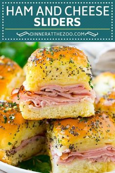 100 Super Bowl Party Foods Ideas To Enjoy While You Scream At The TV - Hike n Dip - - Celebrate the game night with the best Super Bowl Party Food Ideas. Here are best Game Day Food Recipes,that includes Appetizers, dips & Super Bowl Desserts. Ham Cheese Sliders, Ham And Swiss Sliders, Hawaiian Roll Sliders, Hawaiian Rolls, Brunch Recipes, Appetizer Recipes, Cheese Recipes, Fall Recipes, Drink Recipes
