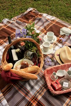 A wedding picnic would make a fantastic meal if the sun was shining and your guests could go outside. Throw down some blankets and give each guest a meal in a basket.