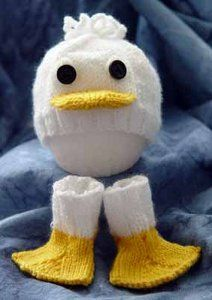 Free, Just Ducky, hat and socks knitting pattern can be adjusted for preemie, newborn, and toddler sizes.