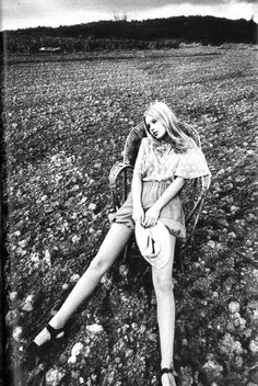 photo by Jeanloup Sieff, Vogue Paris February 1971model is wearing Chloe designed by Karl Lagerfield