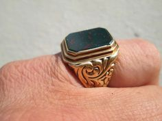 breiter Goldring im seltenen Orient Design Ring Gold 585 er massiver Siegelring
