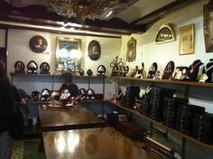 """Visitamos el taller más antiguo de Valencia, que data de 1870. Se trata de la orfebrería """"Santamaría Orfebres"""".  Ruta de los Gremios Medievales organizado por RutaDespilfarroValencia y #CaminArt #Valencia"""