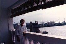 """Bombay, julio de 1988. Vista de la Puerta de la India desde uno de los balcones del Hotel Taj Mahal, uno de los escenarios más citados en """"Indian Express"""""""