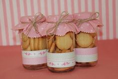 bomboniere per battesimo in vasetto di vetro Cookie Packaging, Ideas Para Fiestas, Jar Gifts, Decoration Table, Christmas Cookies, Tea Party, Party Favors, Wedding Gifts, Diy And Crafts
