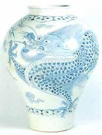 White Porcelain Jar with dragon design (Joseon Dynasty)
