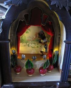 This is the kind of thing I adored when I was a kid! //theatre in the mouse castle!