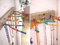 Idee fai da te in legno - Portacollane colorato