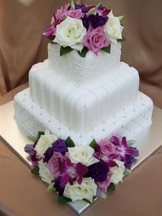 White with Purple Flowers Cake