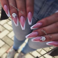 Opting for bright colours or intricate nail art isn't a must anymore. This year, nude nail designs are becoming a trend. Here are some nude nail designs. Sexy Nails, Hot Nails, Stiletto Nails, Pink Nails, Coffin Nails, Fabulous Nails, Gorgeous Nails, Pretty Nails, French Nails