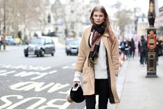 70 Amazing London Street-Style Snaps #refinery29  http://www.refinery29.com/london-fashion-week-street-style#slide-41  You looking at me? ...