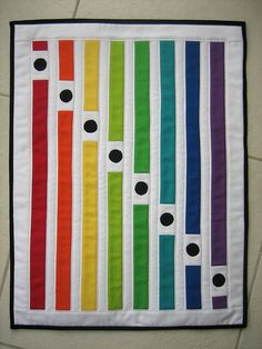 rainbow quilt By mamacjt Easy Quilts, Mini Quilts, Children's Quilts, Small Quilts, Quilting Projects, Quilting Designs, Quilting Ideas, Crazy Quilting, Fat Quarter Quilt