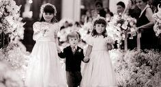 Crianças entrando na cerimônia de casamento de Paula Fisher e Daniel Figueiredo. Foto: Rodrigo Sack