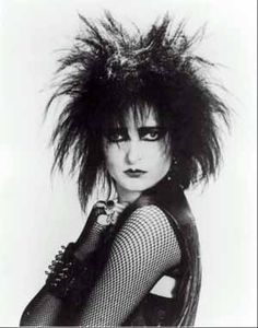 Female Punk Singers Photo: Siouxsie Sioux of Siouxsie and The Banshees Siouxsie Sioux, Siouxsie & The Banshees, 80s Goth, 80s Punk, Punk Goth, Punk Fashion, Gothic Fashion, Fashion Teens, Romantic Fashion