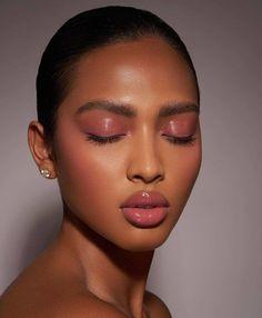 Dewy Makeup Look, Dark Skin Makeup, Sexy Makeup, Kiss Makeup, Pretty Makeup, Makeup Inspo, Makeup Inspiration, Beauty Makeup, Makeup Looks