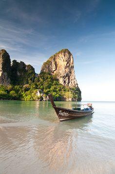 Playa de Railay, cerca de Ao Nang (Tailandia). Foto de http://www.flickr.com/photos/fischerfotos/7448055196/