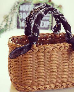 """56 Likes, 6 Comments - petit145 (@petit145yb) on Instagram: """"ループで作ったカゴバック! バンダナを巻いて♡♡♡ #ループ#クラフトバンド #紙バンド #craft#ecocraft #basket #ハンドメイドカゴ #handmade…"""""""