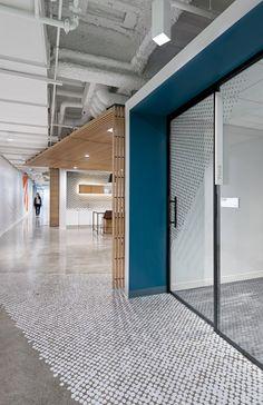 https://officesnapshots.com/2017/05/01/ebay-offices-san-francisco/ Meetign room Business Office Decor, Corporate Office Decor, Corporate Design, Hotel Lobby Design, Office Designs, Small Office Design, Cool Office Space, Office Interior Design, Lobby Interior