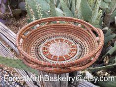 Pine needle art basket by Judie Battle. Ceramic center, Apache pine needles, waxed linen thread, and agate beads. Pine Needle Crafts, Pine Needle Baskets, Pine Needles, Agate Beads, Knitting Needles, Basket Weaving, Fun Crafts, Battle, Wax