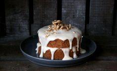 Vandaag een recept van de AmsterdamseRenéeKemps op Culy.nl: echte Amerikaanse carrot cake. Verwarm je oven voor op 175 graden. Meng de bloem, het bakpoeder, het zout en kaneel in een kom.In een keukenmachine mix je de eieren, olie, beide suikers and vanille tot je een luchtig beslag hebt.Voeg de droge ingrediënten bij dit beslag en …