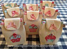 Plantilla del bolso de regalos se puede encontrar aquí