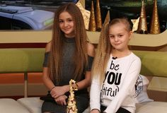 Iuliana with sister anna Ariana Grande, My Idol, Youtubers, Sisters, Dreadlocks, Celebs, My Love, Hair Styles, Music