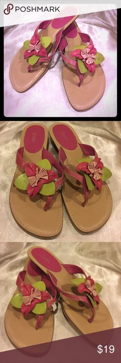 Bass Floral thong sandals size 8 Bass Floral thong sandal EUC size 8 please see picture Bass Shoes Sandals