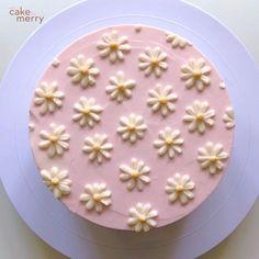 Cake Decorating For Beginners, Cake Decorating Videos, Cake Decorating Techniques, Cake Decorating Frosting, Birthday Cake Decorating, Pretty Cakes, Cute Cakes, Sweet Cakes, Daisy Cakes