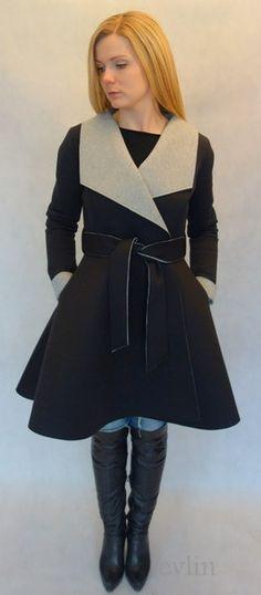 Rozkloszowany płaszcz z pianki czarny w evlin na DaWanda.com