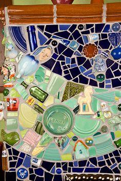 China Wall, Mosaic Projects, Arts And Crafts, Board, Craft Ideas, Garden, Home Decor, Mosaics, Garten