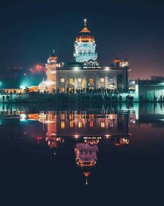 Gurudwara Shri Bangla Sahib, New Delhi. Gurbani Quotes, Sikh Quotes, Punjabi Quotes, Golden Temple Wallpaper, Guru Nanak Wallpaper, Monument In India, Golden Temple Amritsar, Harmandir Sahib, Nanak Dev Ji