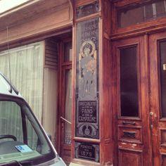 Mooi bord van een voormalige patisserie/bakkerij. (144/365) #brussel #bruxelles  Beautiful sign from a former patisserie/bakery. (144/365) #...