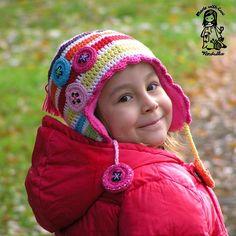 Mad about the buttons :-) crochet earflap  - pdf pattern di VendulkaM su Etsy https://www.etsy.com/it/listing/113564120/mad-about-the-buttons-crochet-earflap