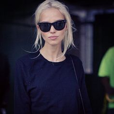 Risultati immagini per sasha luss classical Look Fashion, Fashion Beauty, Fashion Tips, Fashion Trends, Milan Fashion, Charlie Barker, Looks Style, My Style, Classic Style