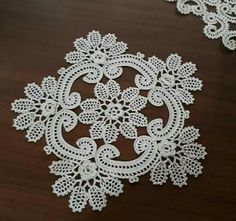 40 Different Lace Patterns That Are Indispensable For Different Lace Patterns That Are Indispensable For Dowry Modern Designs with Frame Types By placing your photos inside it, it is possible to place . Filet Crochet, Crochet Wool, Crochet Motifs, Irish Crochet, Crochet Doilies, Crochet Leaves, Crochet Flowers, Make Up Tutorial Eyeshadows, Doily Patterns