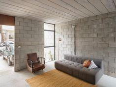 No es la más suntuosa, ni la más costosa, ni la más compleja, sin embargo la casa de Delvina Borges Ramos, una trabajadora doméstica de 74, ganó un premio nacional de arquitectura internacional.
