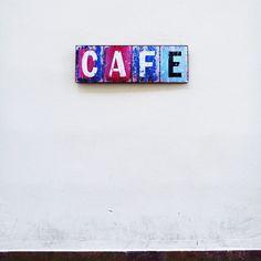 Lunes, cambio de horario y resaca de un fin de semana veraniego. Sólo hay una opción de salvarse: #irdepropio al Botanico a por un café cargado. ¡Feliz semana! #irdepropiobotanico •Santiago, 5•