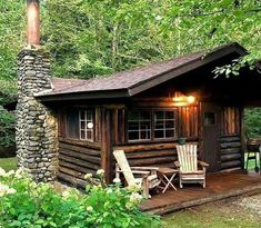Log Cabin Living, Small Log Cabin, Log Cabin Homes, Cozy Cabin, Tiny Log Cabins, Shed To Tiny House, Tiny House Cabin, Wooden House Design, Cabin Design