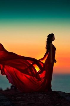 30 Fabulous Girl Sunset Photography Ideas To Steal - Feminine Buzz Fantasy Photography, Sunset Photography, Dance Photography, Portrait Photography, Creative Photography, Creative Photos, Cool Photos, Beautiful Pictures, Kreative Portraits