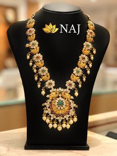 21 Most Beautiful Traditional Gold Necklace Haram Designs! Gold Ring Indian, Indian Gold Jewellery Design, Gold Chain Design, Indian Wedding Jewelry, Jewelry Design, Diamond Jewellery, Bridal Jewellery, Gold Haram Designs, Gold Designs